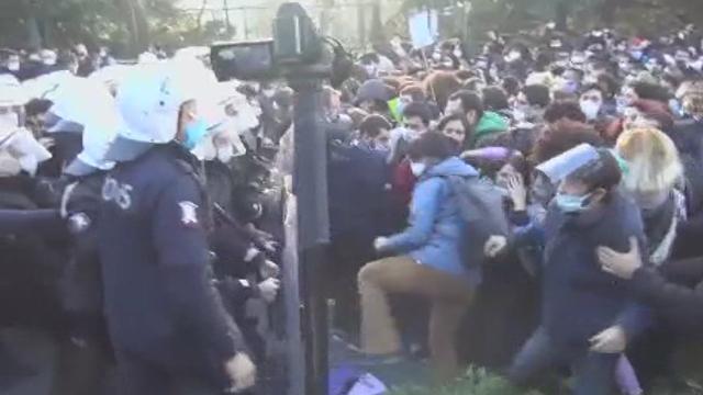 Boğaziçi Üniversitesinde protesto: 17 kişi gözaltına alındı