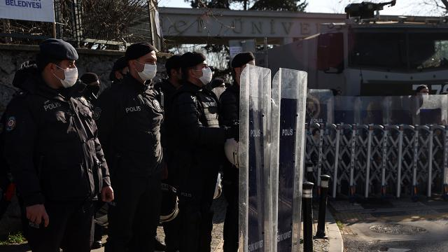 İzinsiz Boğaziçi gösterileri: 53 kişi adli kontrolle serbest bırakıldı