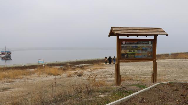 """Uzmanlardan Burdur Gölündeki çekilmeye ilişkin """"idareli su kullanımı"""" uyarısı"""