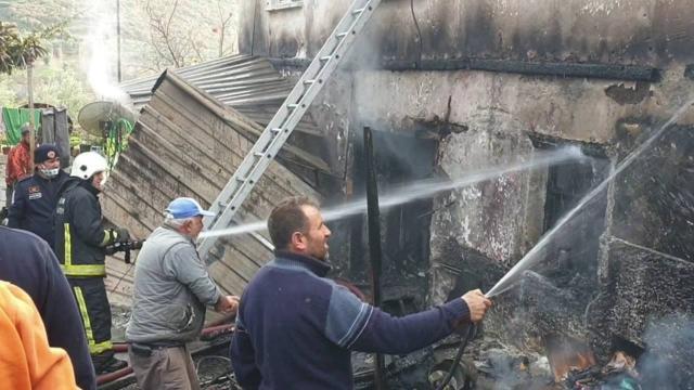 Bursada yangın: 2 katlı ev kullanılamaz hale geldi
