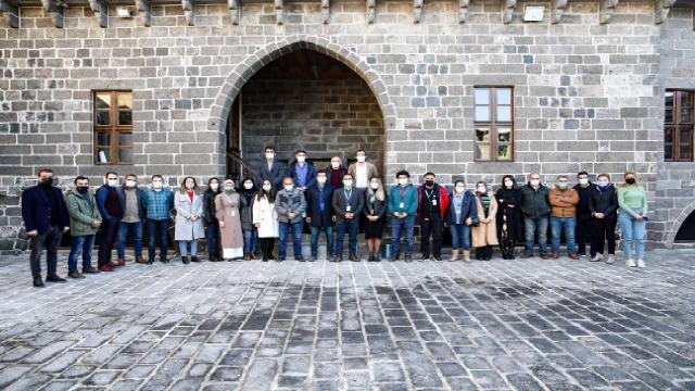 Profesyonel turist rehberleri Diyarbakırı dünyaya tanıtacak