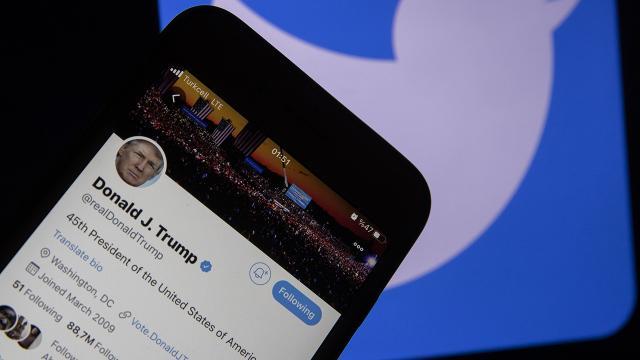 Twitter, Trumpın hesabını askıya aldı