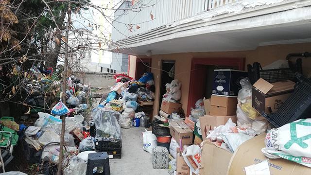 Karabükte bir evden 2 kamyon çöp çıktı