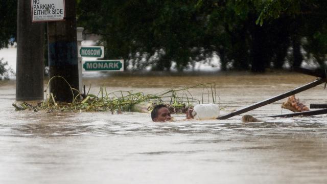 Filipinlerde sel: 5 ölü