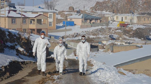 Filyasyon ekipleri kar kış dinlemeden hastalara koşuyor