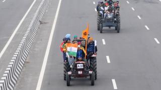 Hindistan'da çiftçiler kamplarına döndü