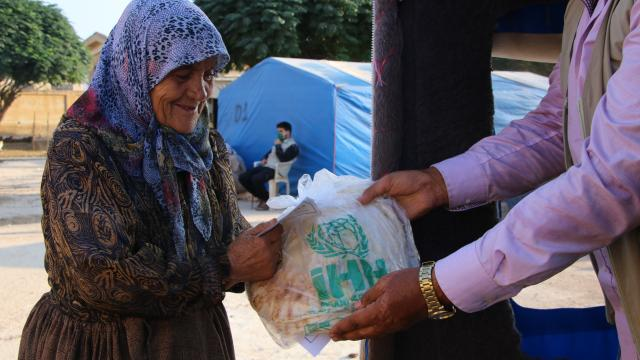 İHH Suriyede bir yılda 153 milyon emek dağıttı
