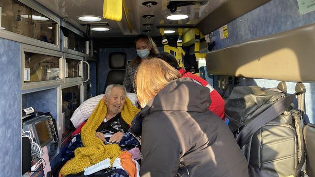 Türk halk bilimci İlhan Başgöz, ambulans uçakla Türkiyeye gönderildi