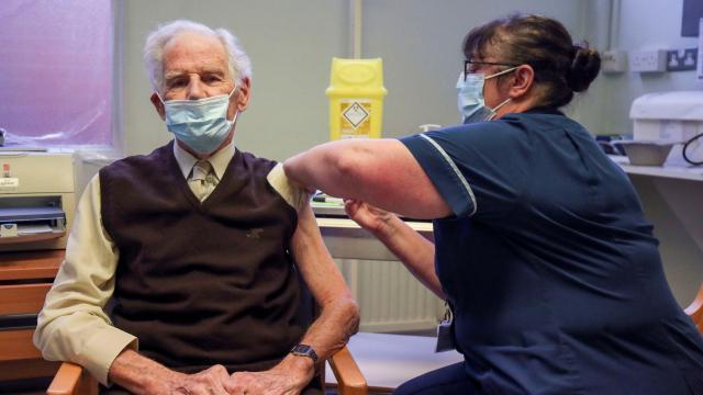 İngilterede ilk doz aşı yaptıranların sayısı 30 milyonu geçti