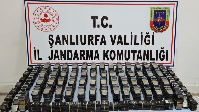 300 kaçak cep telefonu ele geçirildi