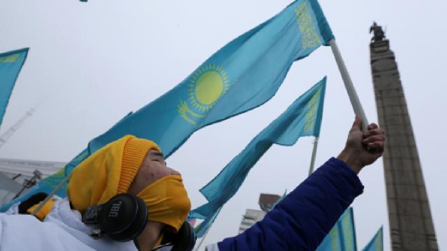 Kazakistanlı gençlerden, Rus milletvekillerine Kazakistan haritalı çikolata