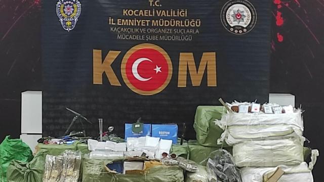 Anadolu Otoyolunda durdurulan araçta gümrük kaçağı ürünler ele geçirildi