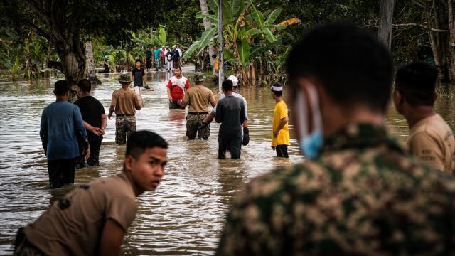 Malezyadaki sellerde 8 kişi hayatını kaybetti