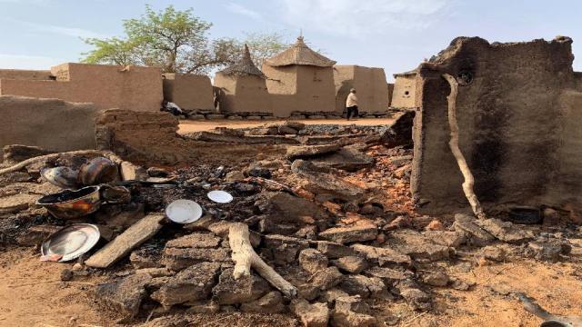 Malide düğüne bomba yağdı, onlarca sivil öldü
