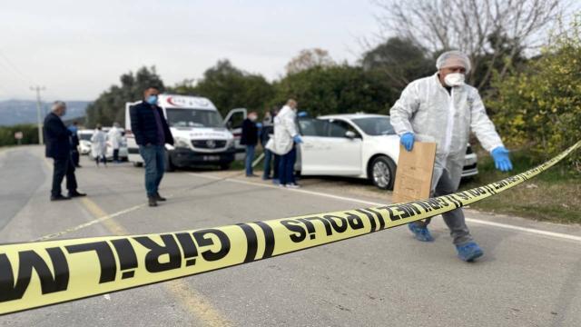 Mersinde otomobile silahlı saldırıda 2 kişi yaşamını yitirdi