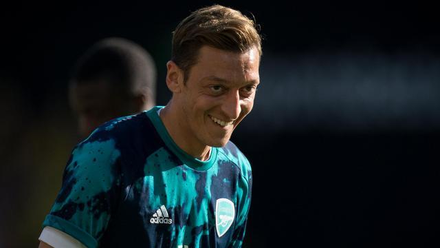 Mesut Özilin temsilcisinden transfer açıklaması