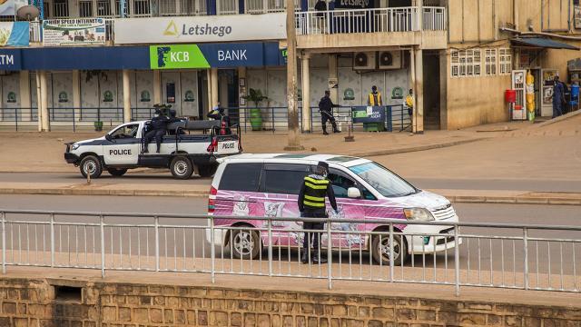 Ruandada ülke içinde seyahat yasaklandı