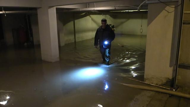 İzmirde sağanak nedeniyle bazı evleri su bastı