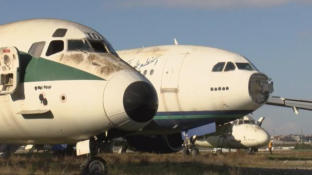 Atatürk Havalimanındaki hurda uçaklar satışa çıkarıldı