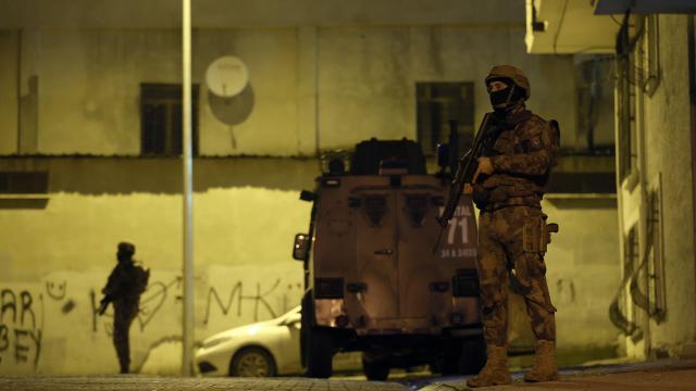 İstanbulda uyuşturucu satıcılarına yönelik operasyonda 36 şüpheli yakalandı