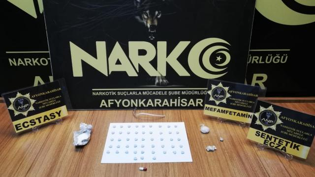 Afyonkarahisarda düzenlenen uyuşturucu operasyonunda 3 kişi gözaltına alındı