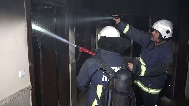 Antalyada apartman yangını: 6 kişi dumandan etkilendi