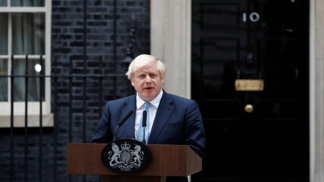 İngilterede Boris Johnsona önce kısmi sonra tam izolasyon