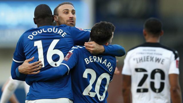Cenk Tosun gol attı Everton turladı