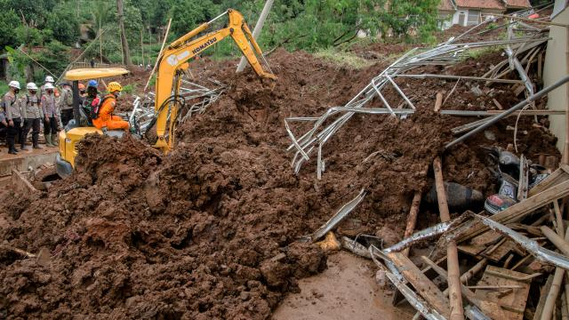 Endonezyada toprak kaymaları: 13 ölü