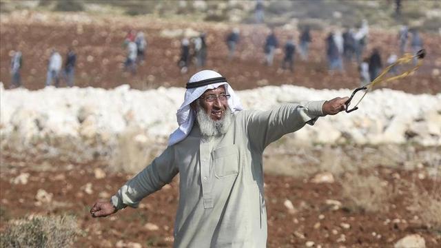 İsrail askerleri Filistinin ihtiyar delikanlısını gözaltına aldı