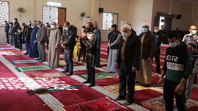 Gazzede bir aydan uzun süredir kapalı olan camiler yeniden ibadete açıldı