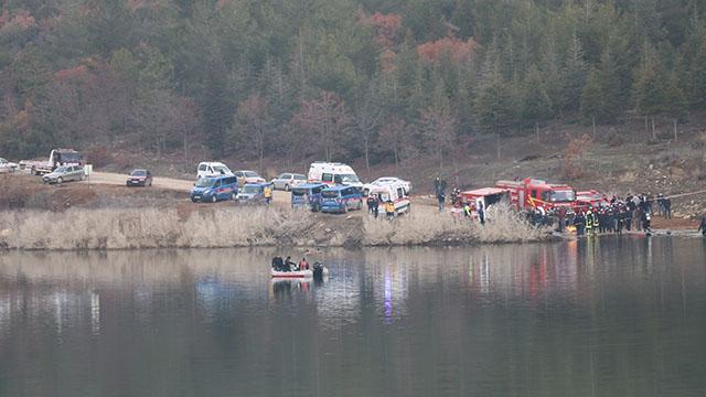 Denizlide gölete düşen araçtaki 2 kişinin cesedi bulundu