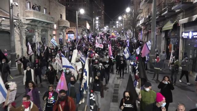 İsrailde binlerce kişi Netanyahuyu protesto etti