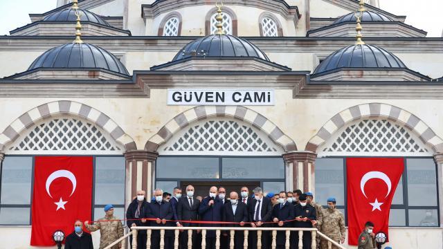 Yeni Foça Jandarma Komando Teröristle Mücadele Harekatı Okul Komutanlığında yaptırılan cami açıldı