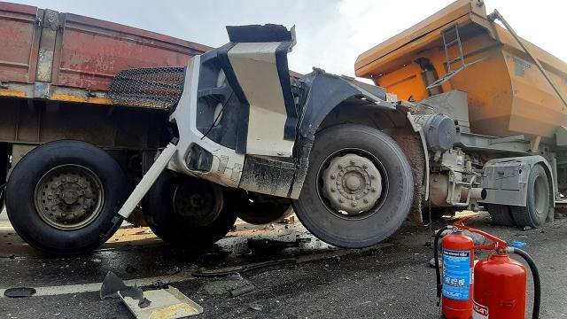 Kocaeli D-100 kara yolunda kaza: Ankara yönü ulaşıma kapandı