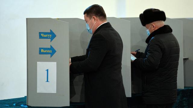 Kırgızistanda halk yeni cumhurbaşkanını seçiyor