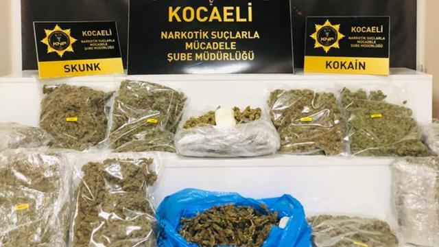 Bir aracın bagajında 8 kilo 900 gram esrar ele geçirildi
