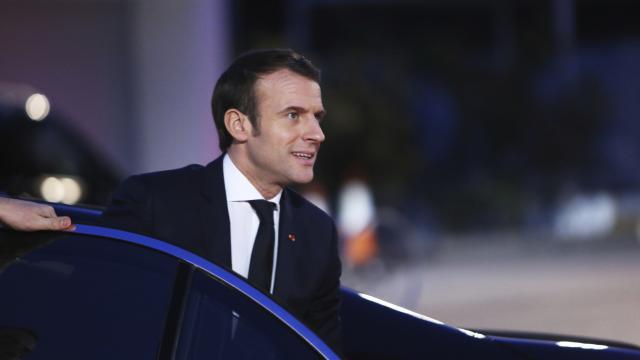 Fransada Macronun kabinesine güven azalıyor