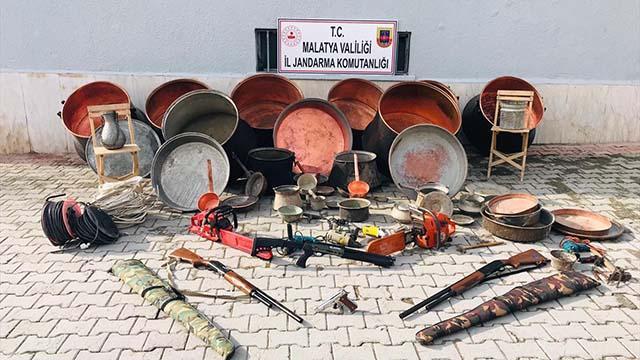Sivasta evlerden hırsızlık yapan 5 kişi yakalandı