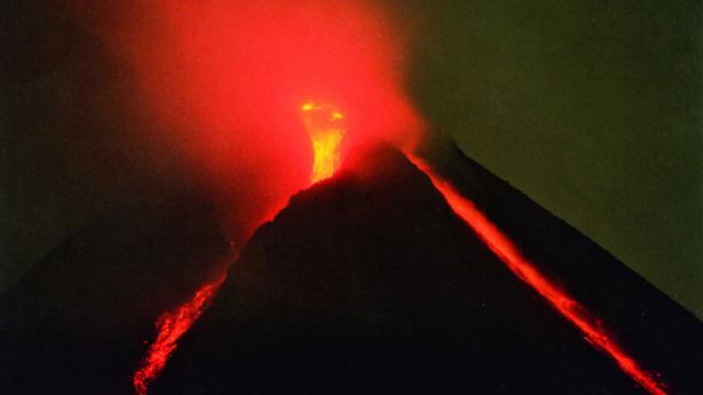 Endonezyada Merapi Yanardağında patlama