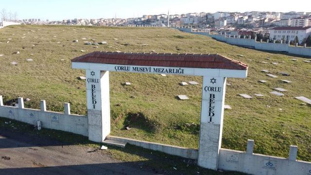 Mezarlığın 1 tonluk kapısı ikinci kez çalındı