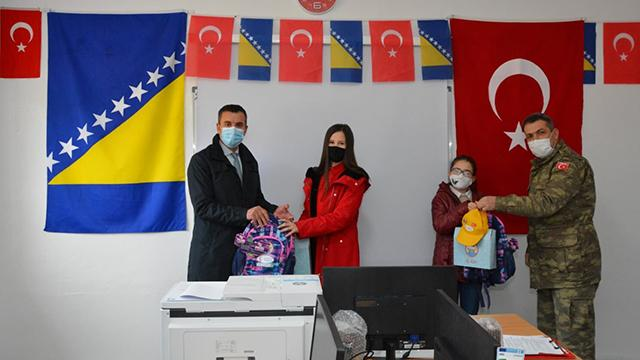 Mehmetçikten Bosna Hersekteki bir okula Türkçe dershanesi