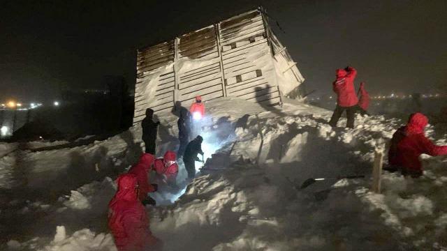 Sibiryada çığ: 5 ev kar altında