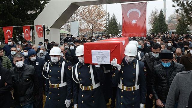 Diyarbakırda şehit olan asker son yolculuğuna uğurlandı