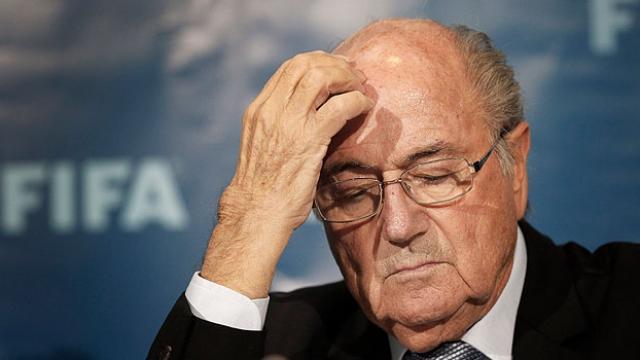 Eski FIFA Başkanı Sepp Blattere futboldan men cezası