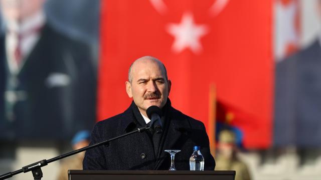 Soylu: Bir siyasi parti il başkanının militanların içinde ne işi var?