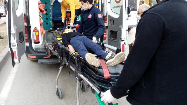 Adanada otomobilin çarptığı çocuk yaralandı