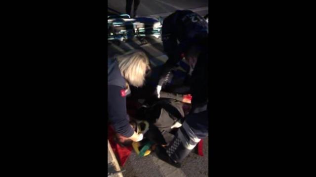 Bodrumda yolun karşısına geçmeye çalışan gence otomobil çarptı: 1 ağır yaralı