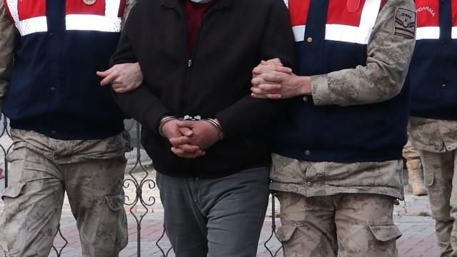 İzmirde FETÖ operasyonu: 18 tutuklama
