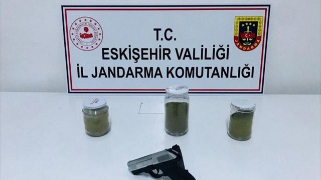Eskişehirde uyuşturucu operasyonu: 2 zanlı gözaltına alındı